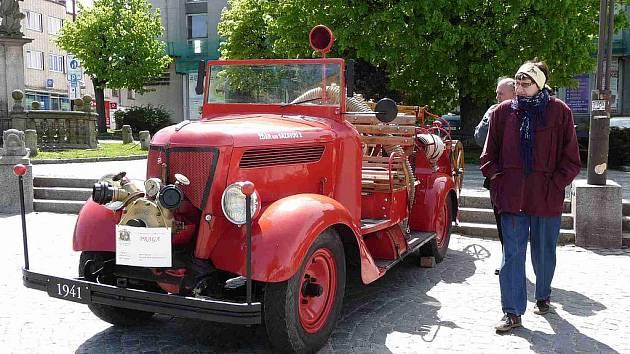 III. Muzejní noc v Regionálním muzeu města Žďáru nad Sázavou se ponese v hasičském duchu. V pátek 27. května nebude u Tvrze chybět ani historický vůz Praha z roku 1941.