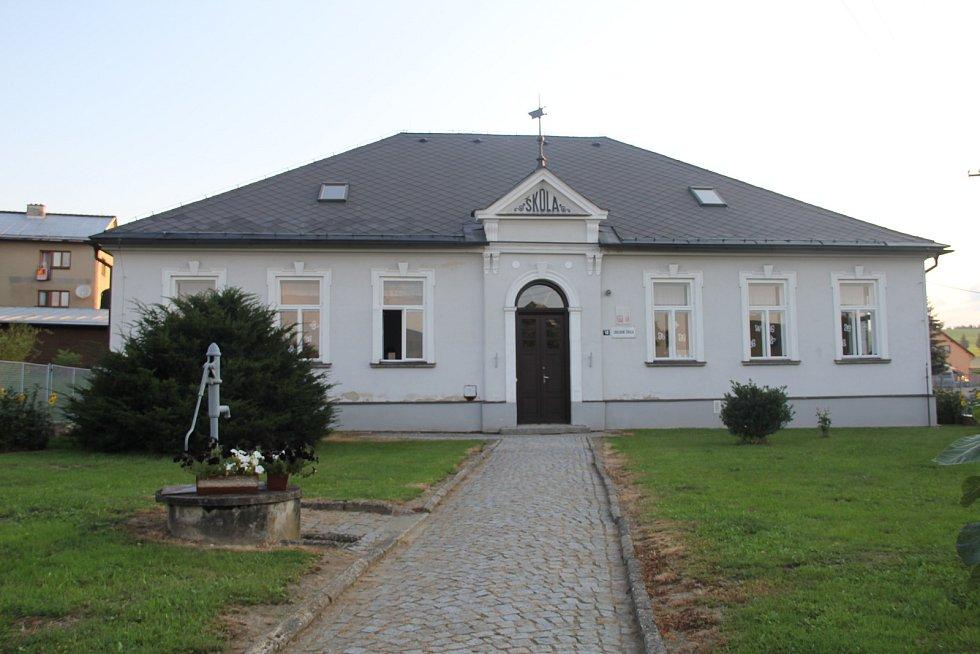 Školní budova v Pohledci má už 111 let.