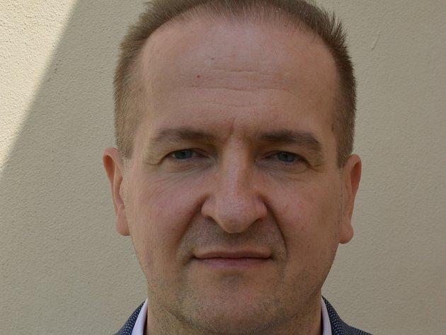 Sedmačtyřicetiletý lékař a poslanec Vít Kaňkovský z Třeště se stal novým předsedou vysočinské organizace KDU-ČSL. Na krajské konferenci v Netíně na Žďársku v sobotu 13. května získal 88 z 89 odevzdaných hlasů.