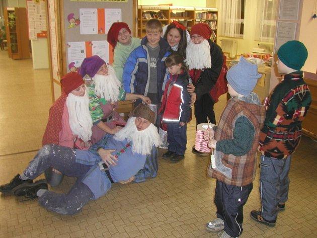 Jednou z tradičních akcí, která se ve žďárské knihovně koná, je i oblíbená Noc s Andersenem.