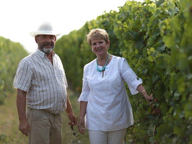 Irina Treťjaková (na snímku s manželem) je předsedkyní kulturně-osvětového spolku Mateřídouška. Spolu s jeho členy se snaží o udržování české kultury, jazyka a tradic.
