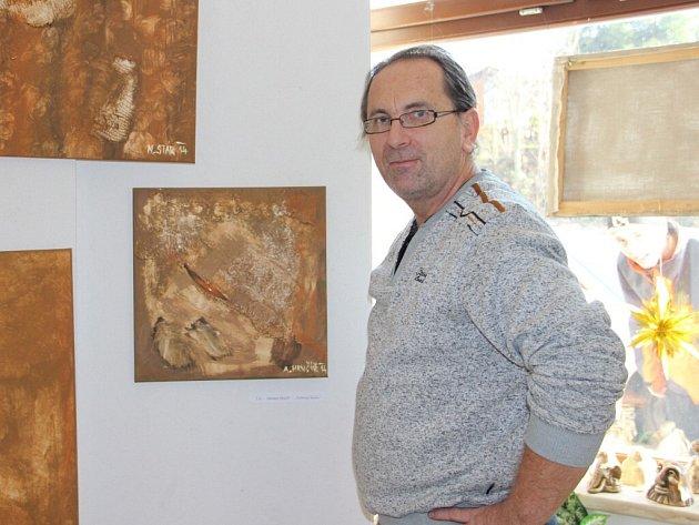 Abstraktní dětské obrázky jsou vystavené v galerii ve Veselské ulici. Dražba skončí 22. prosince.