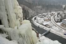 Ledová stěna ve Víru byla vzhledem k nepřízni počasí z bezpečnostních důvodů uzavřena. Vysoké teploty zapříčinily tání zmrzlé horolezecké krusty a pohyb v prostoru stěny se stal nebezpečným kvůli padajícímu ledu.