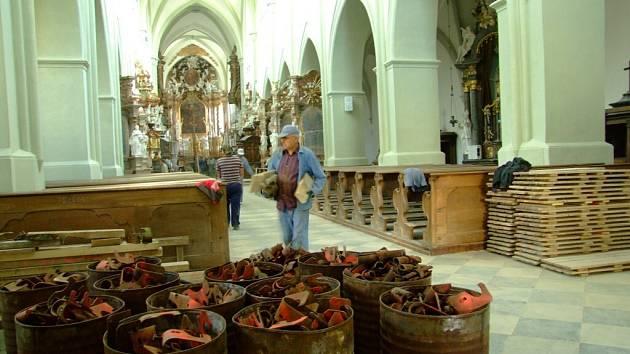 Opravy interiéru kostela Nanebevzetí Panny Marie jsou ukončeny. V sobotu svatostánek přivítá první návštěvníky.