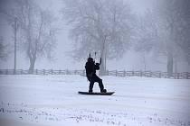 Snowkiting neboli jízda s draky.