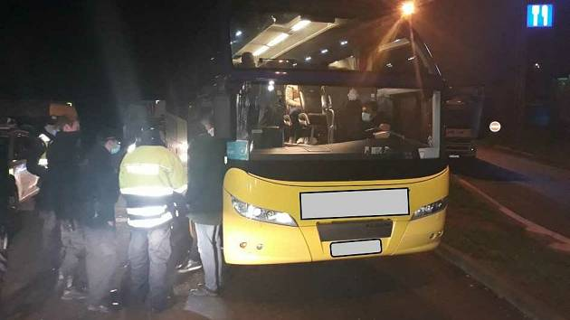 V pondělí zastavila hlídka cizinecké policie v časných ranních hodinách na 111. kilometru dálnice D1 k autobus s rakouskou poznávací značkou.