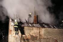 Požár zničil rodinný dům v Radešínské Svratce.