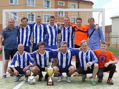 Pohár pro nové šampiony Žďárské ligy malé kopané vyhráli fotbalisté FC Benjamin, kteří na jaře stejně jako druzí Sosáci neokusili hořkost porážky. O konečném pořadí rozhodl lepší vzájemný zápas. Sosáci na podzim padli s novými mistry 8:1.