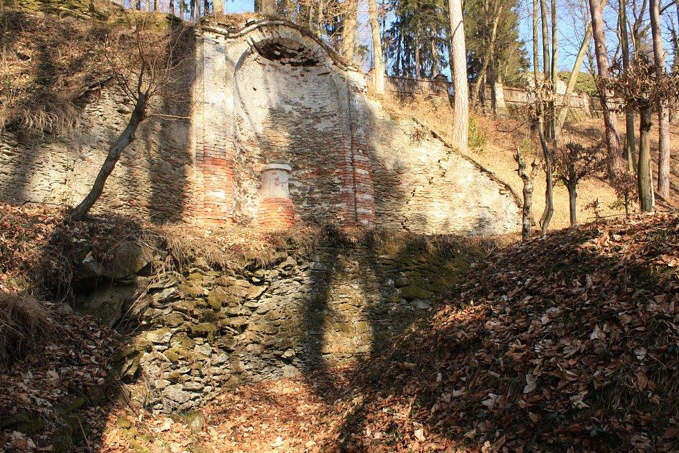 Takto vypadaly Pernštejnské zahrady v roce 2011.