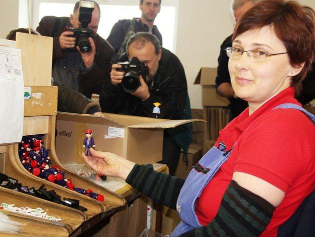 Snad jen málokterá hračka se udržela na trhu tak dlouho, jako igráček, který letos slaví krásné kulaté narozeniny. Plastikové figurky vyrábí a kompletují zaměstnanci Firmy EFKO-karton s.r.o. z Nového Veselí.