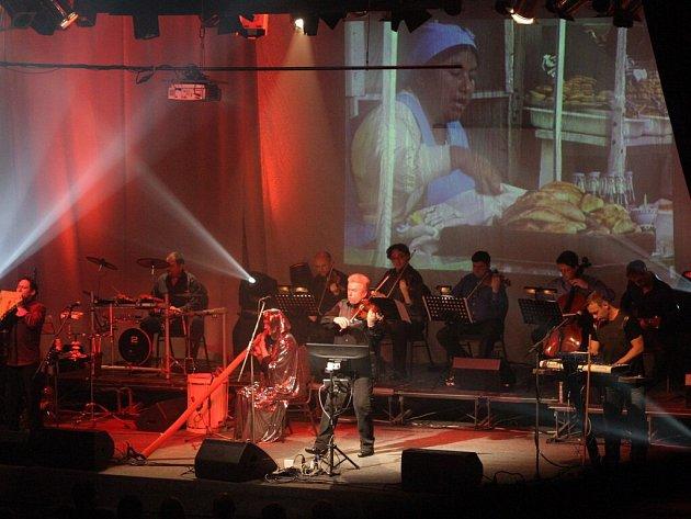 Třetí pokračování projektu Vivaldianno, tentokrát s podtitulem Město zrcadel, nabídne unikátní multimediální show. Vystoupení ve Žďáře nad Sázavou začne v pondělí 23. listopadu v 19 hodin.