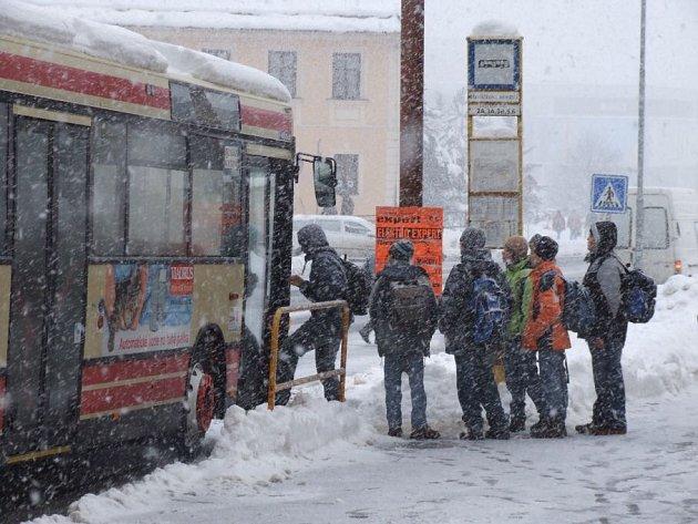 Autobusy měly zpoždění.