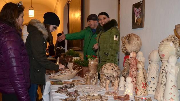 Zámecký vánoční trh se již stal tradicí.