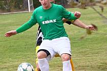 Fotbalisté Počítek (vpředu u míče) doma nestačili na vedoucí Bohdalov, kterému podlehli 0:4.