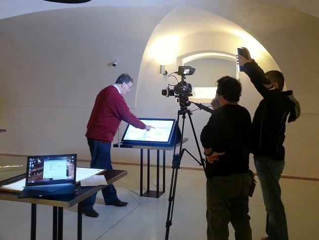 Průvodcem Toulavé kamery byl v expozicích nového muzea majitel žďárského zámku Constantin Kinský.