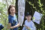 DEN ZEMĚ. Celou trasu s devíti zastaveními absolvovalo od Domu kultury ve Žďáře nad Sázavou k Pilské nádrži celkem 70 dětí.