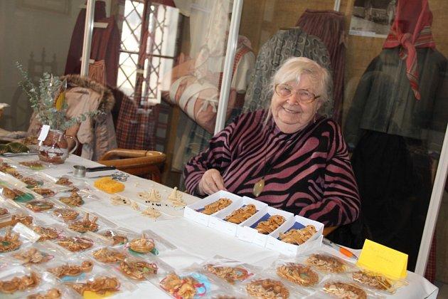 Tradiční prodejní akci spojenou s předváděním lidových řemesel a workshopem si mohli na Velký pátek užít návštěvníci novoměstského Horáckého muzea.