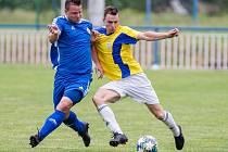 Po postupu v semifinále krajského poháru přes Světlou dělí fotbalisty Nové Vsi (ve žlutých dresech) od celkového triumfu poslední překážka.