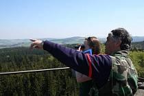 Za dobrého počasí se Žďárské vrchy odměňují turistům romantickými pohledy do krajiny.