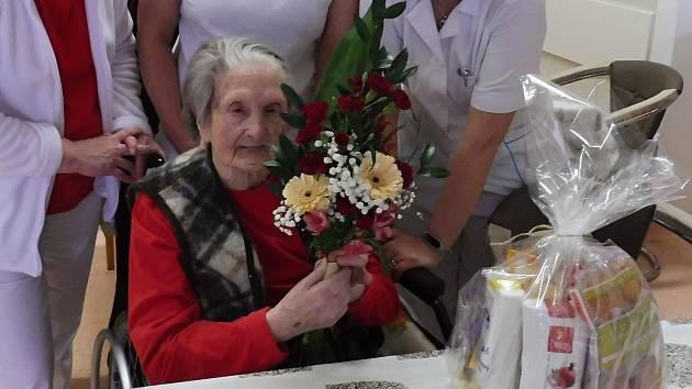 Krásné jubileum v těžké době. Paní Šanderová oslavila úctyhodných sto let života