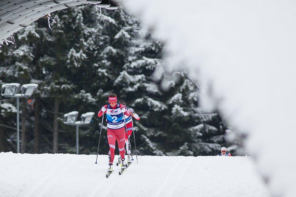 Ohlédnutí za Zlatou lyží 2020. Natalia Nepreyaevová ve stíhacím závodě žen na 10 km klasicky v rámci Světového poháru v běhu na lyžích.