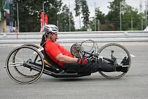 Metrostav cyklo handy maratonu se zúčastní také Milan Bartůněk z Velkého Meziříčí. Spolu s dalšími sedmi členy týmu podpoří Stanislava Hájka, jehož nehoda na motorce upoutala na invalidní vozík.