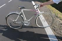 Pětaosmdesátiletý cyklista nepřežil u obce Radenice srážku s projíždějícím vozem.