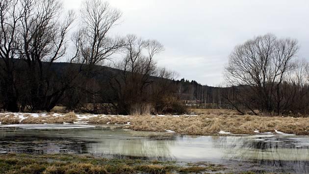 Okolí Čtyř palic? Krajina zaniklých skláren a meandrů řeky Svratky. Podívejte se