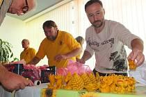 Slavnosti medu a vína byly kvůli nepřízni počasí přesunuty do kulturního domu.