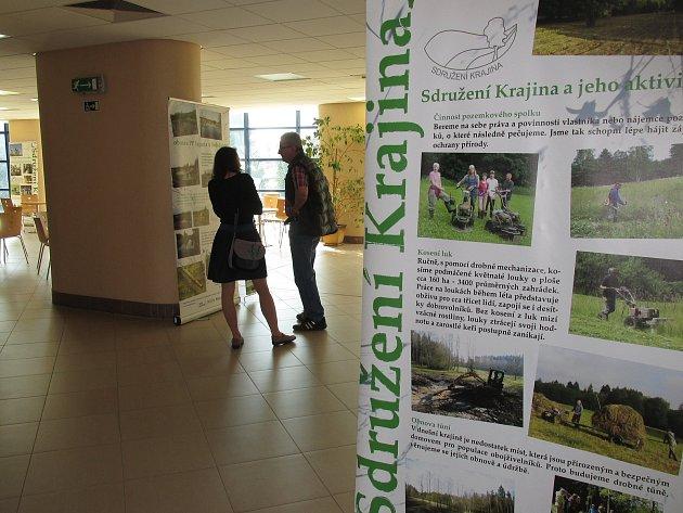 Putovní expozice Sdružení Krajina o praktické ochraně přírody obsadila prostory chirurgického pavilonu nemocnice v Novém Městě na Moravě. Vidět ji lze do konce srpna.