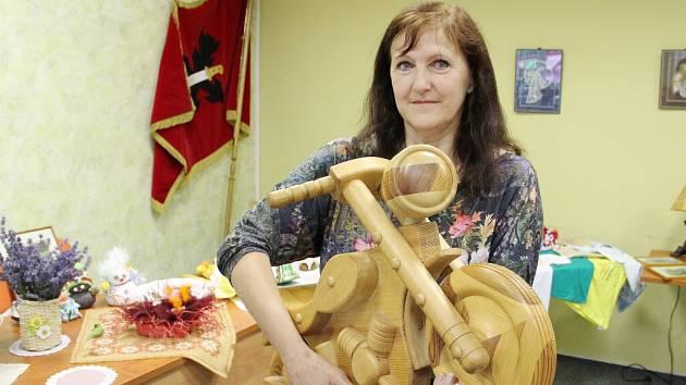 Ruční práce obyvatel Vojnova Městce jsou vystaveny ve velké zasedací místnosti vojnoměstecké radnice.