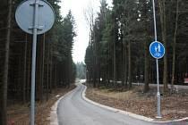 První část cyklostezky vedoucí ze sportovního areálu Vysočina Arena směrem k Medinu byla vybudována v roce 2011. Letos je očekáváno její prodloužení až k zastávce U nemocnice.