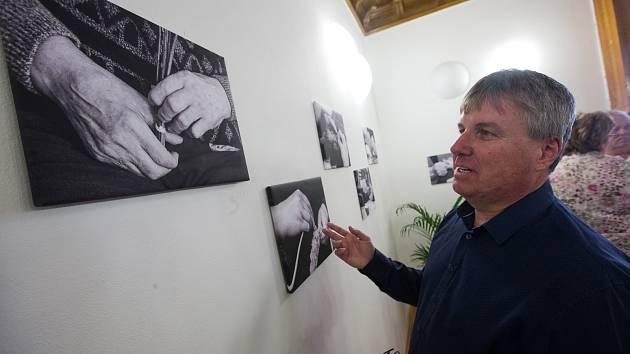 Vernisáž fotografií Milana Šustra v Domově pro seniory Mitrov.