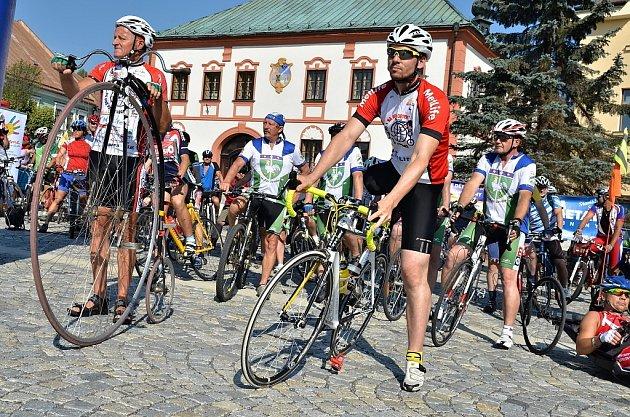 Charitativní akce Na kole dětem Žďárskými vrchy se v sobotu zúčastnilo asi 250 cyklistů.