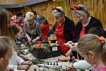 "Jako každý rok, i letos se celý jarmark nesl v duchu ""handmade"" výroby vánočních ozdob a dekorací."