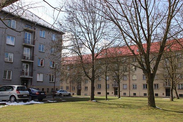 Bystřická radnice nechá nejdříve opravit cihlové domy v sídlišti 2.