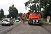 Pracuje se vždy na polovině vozovky. Jeden jízdní pruh zůstává zachovaný. Provoz je řízený kyvadlově.