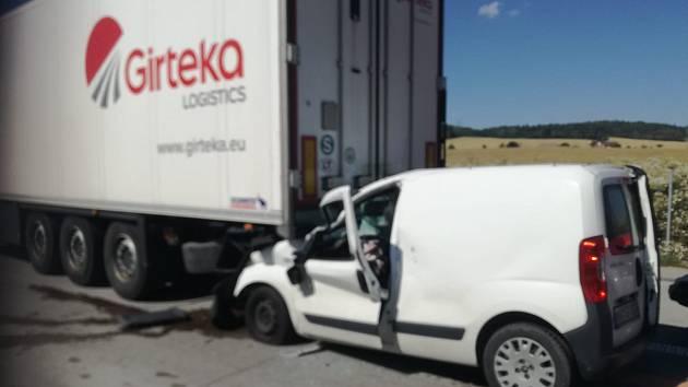 K tragické dopravní nehodě došlo ve čtvrtek okolo půl čtvrté odpoledne na 150. kilometru dálnice D1 ve směru na Prahu.