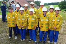 Žáci z  SDH Stránecká Zhoř při 70. výročí vzniku sboru v roce 2007.
