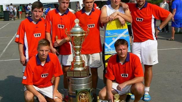 Tříletou nadvládu týmu Chelsea Oslavany utnuli v 19. ročníku petrovického Ponorka Cupu fotbalisté Davi teamu Vladislav.