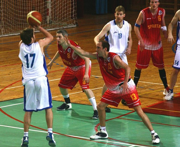 Druholigoví basketbalisté Žďáru na svého největšího soupeře ve skupině B nevyzráli.