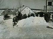 Vzhledem k nadmořské výšce 760 metrů nad mořem mělo Rokytno vždy problémy se zimní údržbou. Hned po válce nastoupila na pomoc mužům s lopatami i těžká technika. Stroje se těšily velké pozornosti místních.