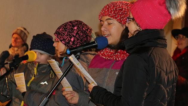 V Herálci zpívají společně koledy od roku 2014.