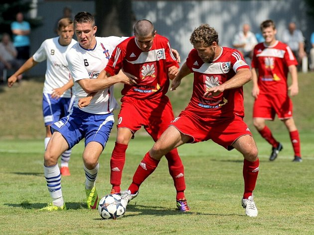 Velké Meziříčí (v červeném) si připsalo v premiérovém zápase MSFL výhru.
