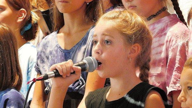 Mladí zpěváci z brněnské Kampanely se předvedli v Bobrové