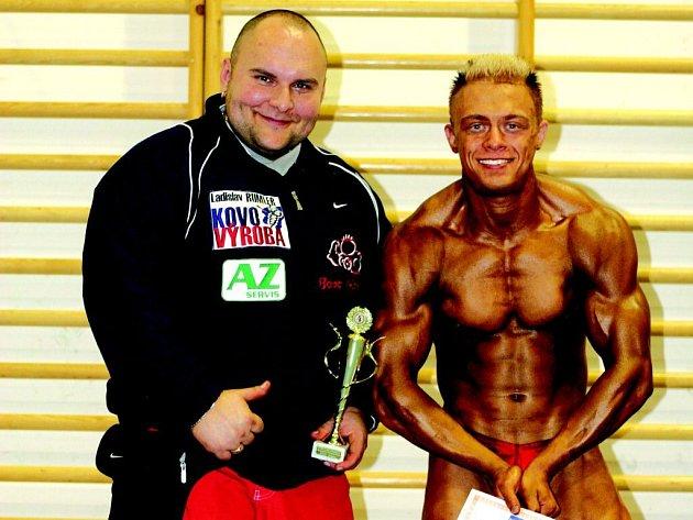 Radek Kosek (vpravo ve společnosti trenéra Vladimíra Pajiče) skončil na mistrovství Evropy juniorů v Maďarsku na výborném čtvrtém místě.