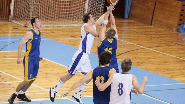 Při přetrvávajícím nízkém střeleckém procentu vsadili žďárští basketbalisté, v úniku Matěj Ondráček, na hru jeden na jednoho. Ta přinesla úspěch hlavně na Sokole Pražském.