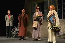 Portimo letos uspořádalo další benefiční festival. Ve večerním představení Božská Sarah excelovala Iva Janžurová.