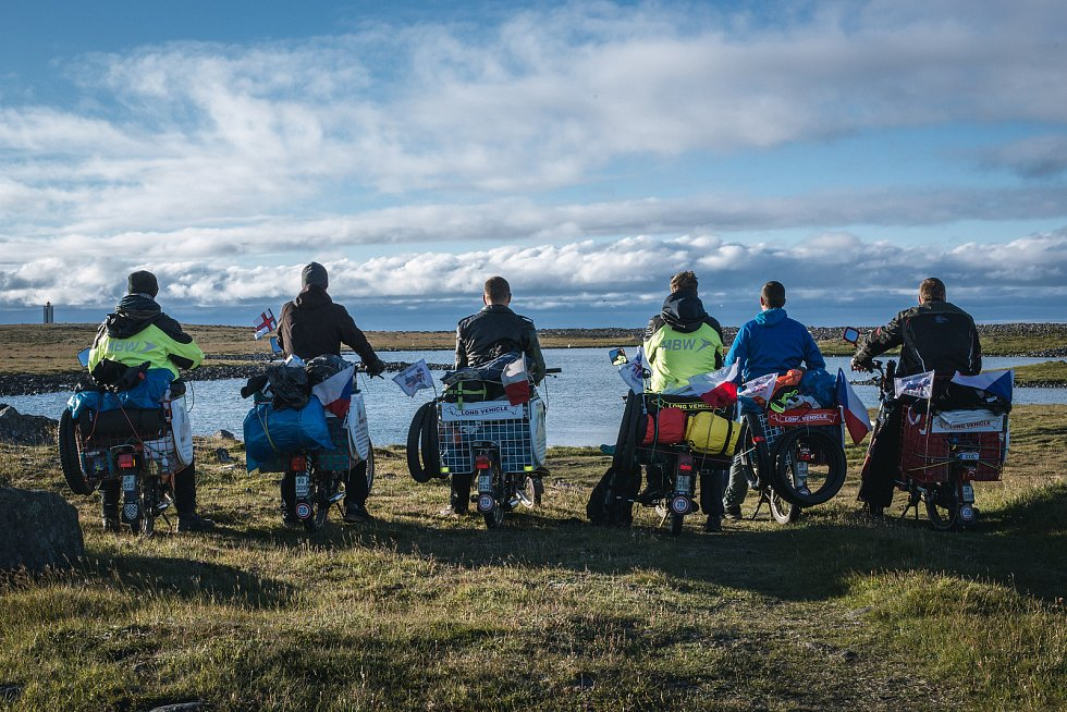 Šestice nadšenců pro mopedy Babetta vyrazila v létě projet na svých strojích divoký Island. Jak říkají, cesta byla náročná, ale úžasná.