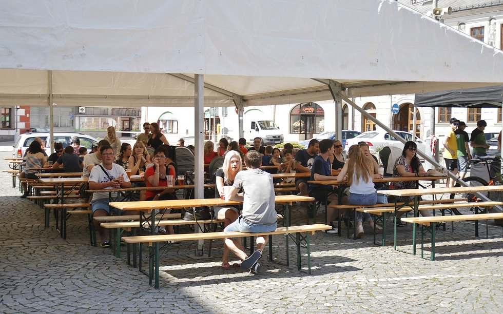 První ročník Burger beer festu na náměstí ve Velkém Meziříčí.